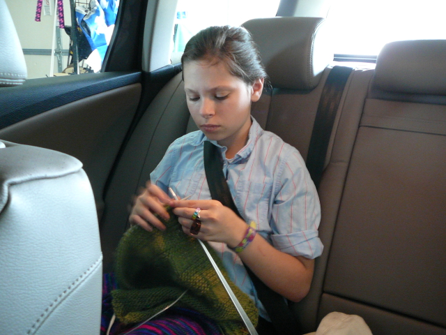 C_knitting_in_the_car_0504
