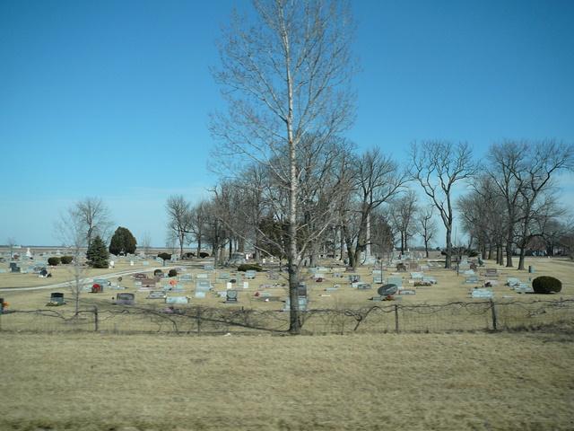 I57_northbound_cemetery